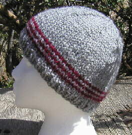 [Simple beanie cap with contrast stripes]